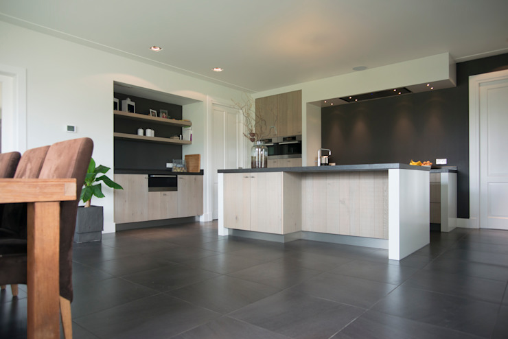 Modern kitchen by Hemels Wonen interieuradvies Modern