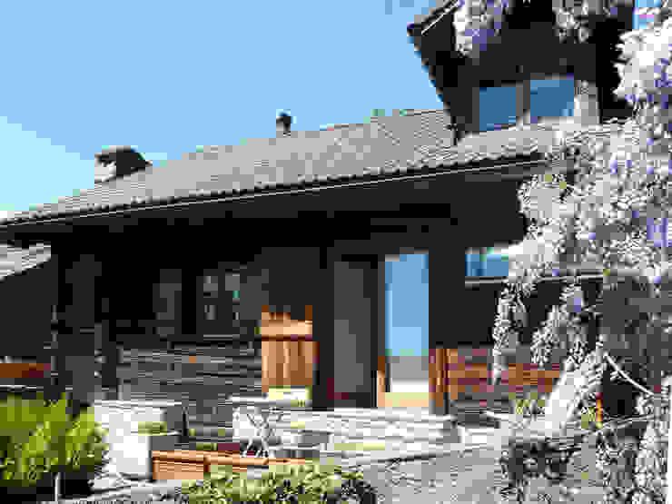 Fronte sull'orto Interni d' Architettura Case in stile rustico