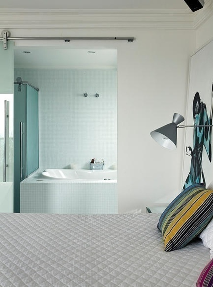 モダンスタイルの寝室 の STUDIO CAMILA VALENTINI モダン