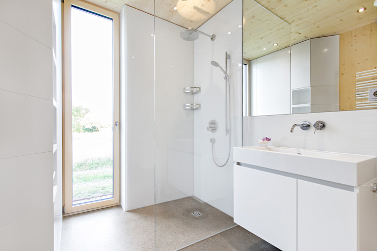 Bathroom by 24gramm Architektur, Modern