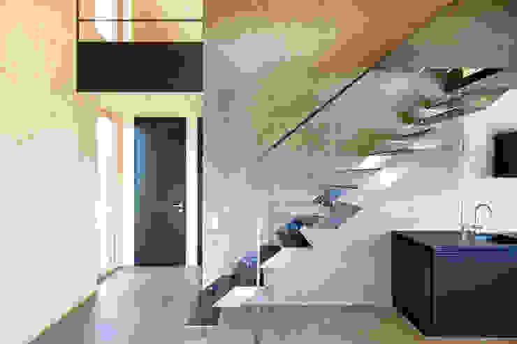 Projekty,  Korytarz, przedpokój zaprojektowane przez 24gramm Architektur,
