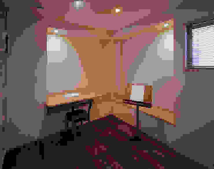 音楽スタジオ 北欧デザインの 書斎 の 矩須雅建築研究所 北欧