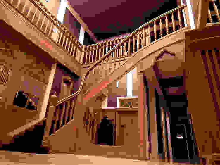 Couloir, entrée, escaliers classiques par LMarchitekt Classique