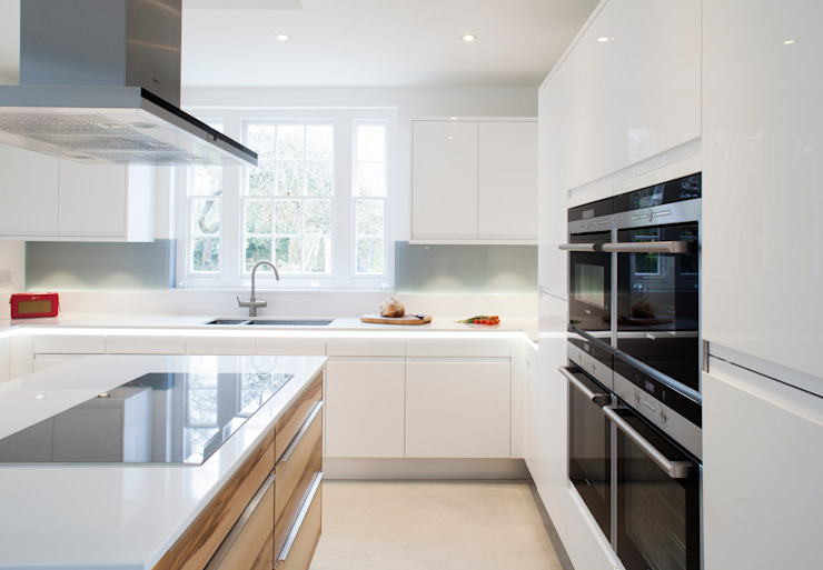 Flow High Gloss White Minimalist kitchen by Stoneham Kitchens Minimalist