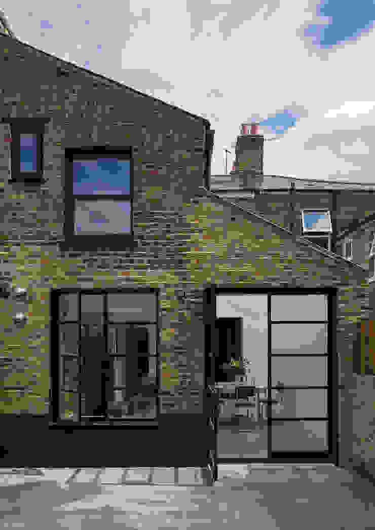 Rear Elelvation Casas de estilo industrial de Mustard Architects Industrial