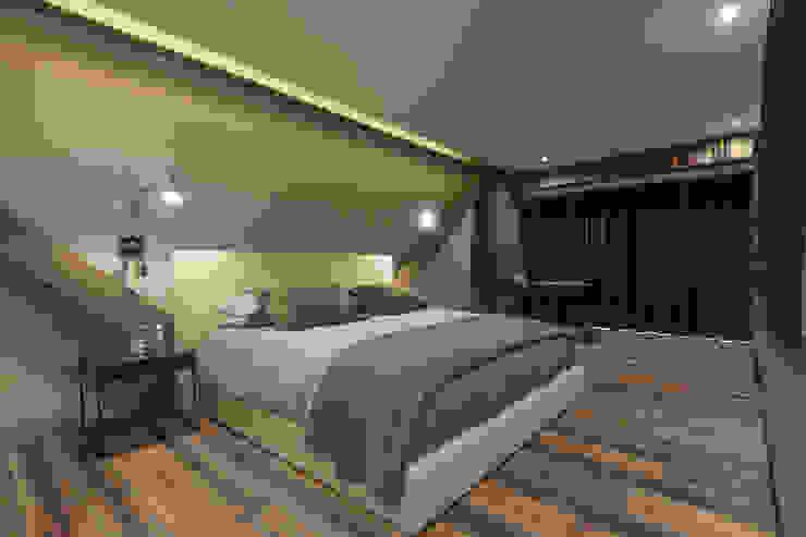 Departamento CM Dormitorios modernos de kababie arquitectos Moderno