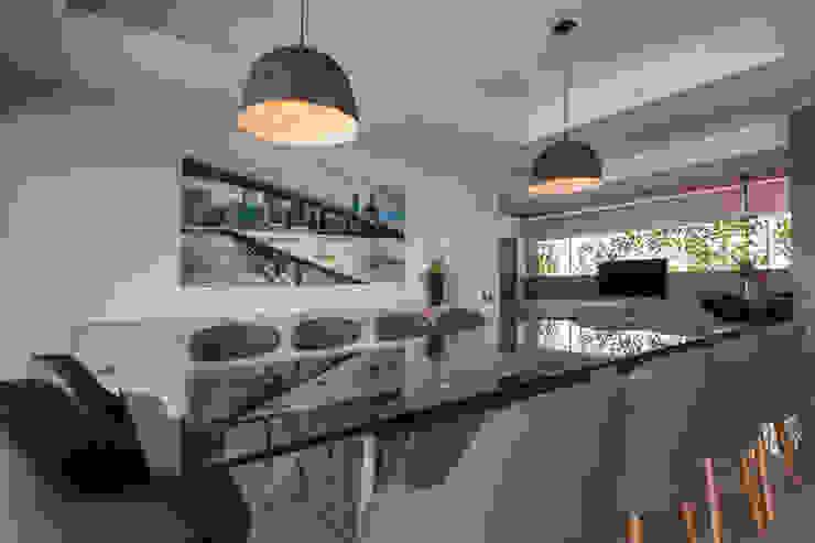 Dormitorios de estilo  de kababie arquitectos,