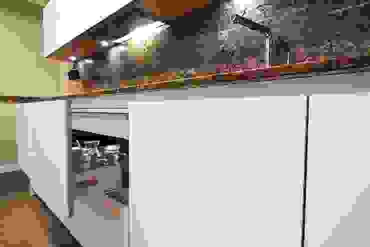 Кухня в стиле модерн от Línea 3 Cocinas Madrid Модерн