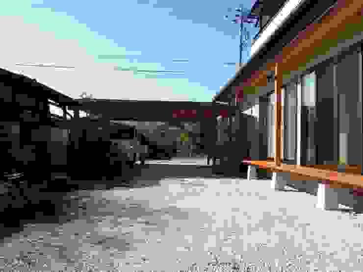 大屋根の家 駐車場 オリジナルな 家 の 江建築設計事務所 オリジナル