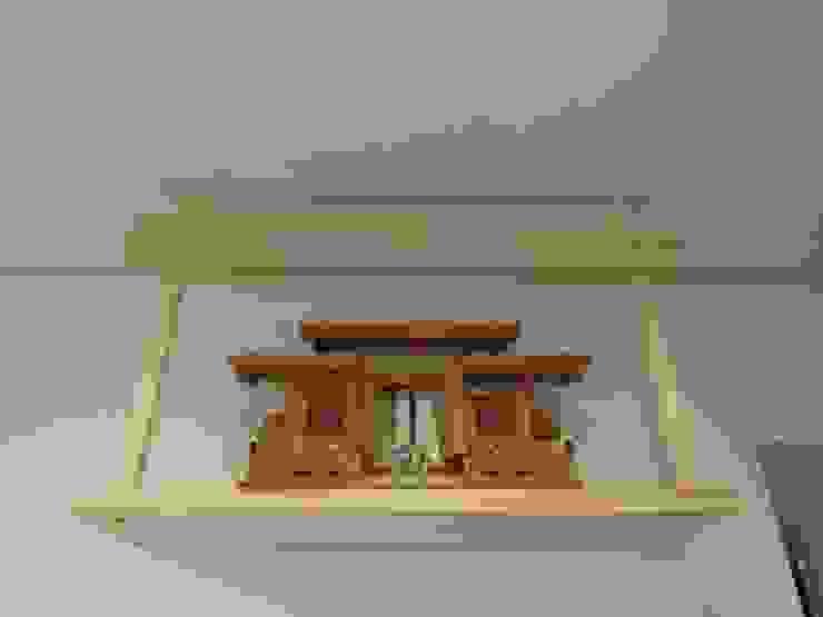大屋根の家 神棚: 江建築設計事務所が手掛けた折衷的なです。,オリジナル