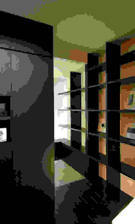 BOO-HOUSE(本郷の家) モダンデザインの 多目的室 の 株式会社ギミック モダン