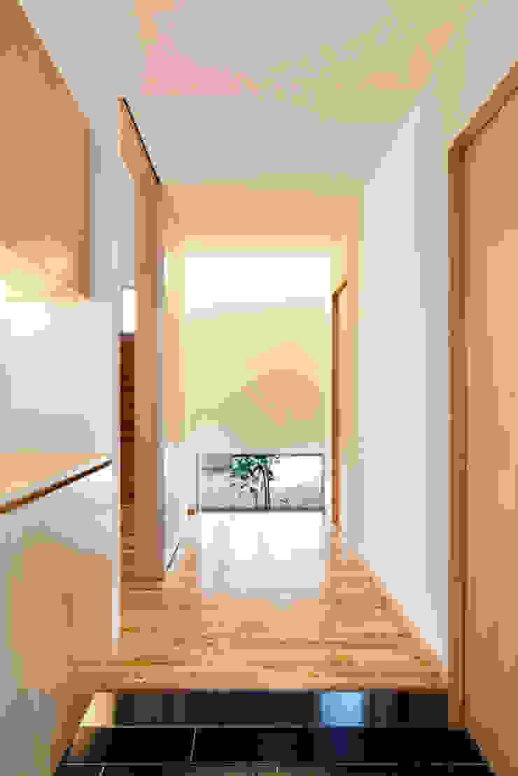 たつの の家 モダンスタイルの 玄関&廊下&階段 の 株式会社ギミック モダン