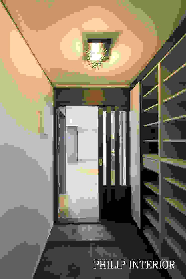 부산 부곡 LG아파트 현관: 필립인테리어의 현대 ,모던