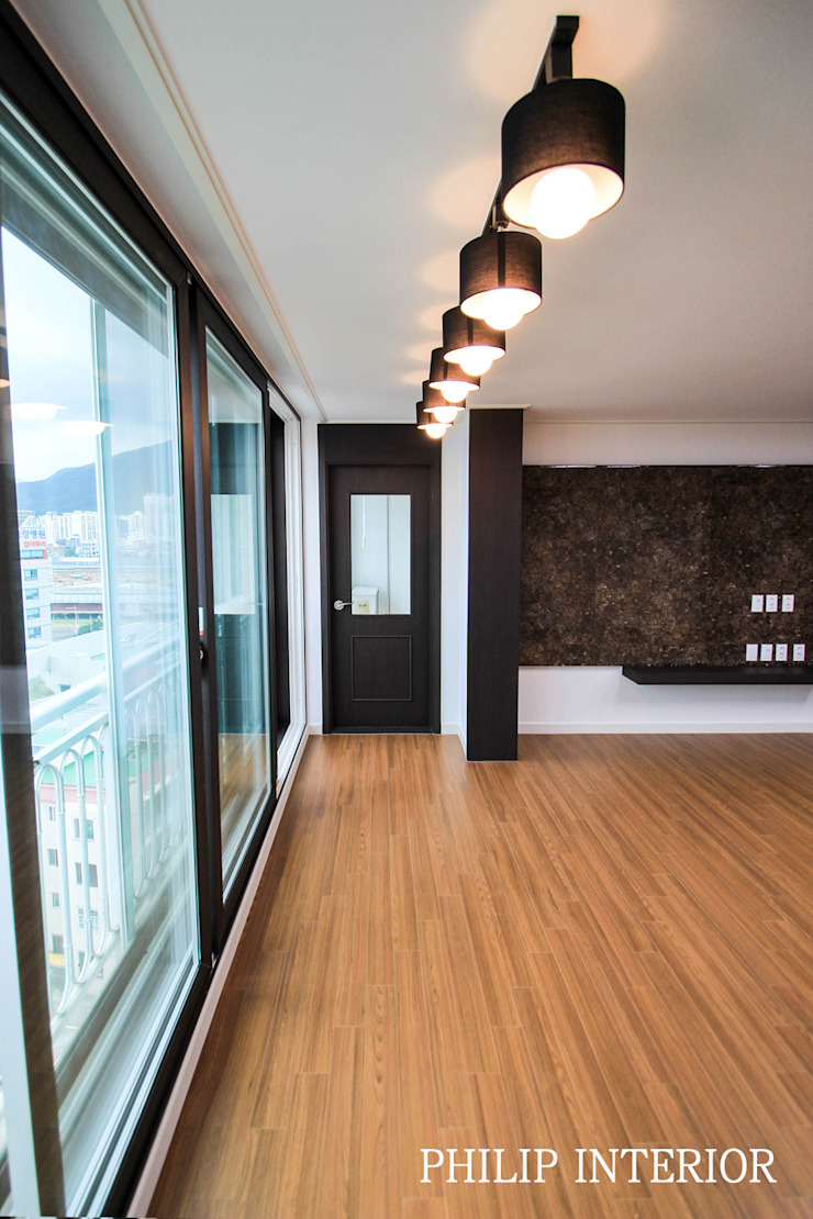 부산 부곡 LG아파트 거실: 필립인테리어의 현대 ,모던