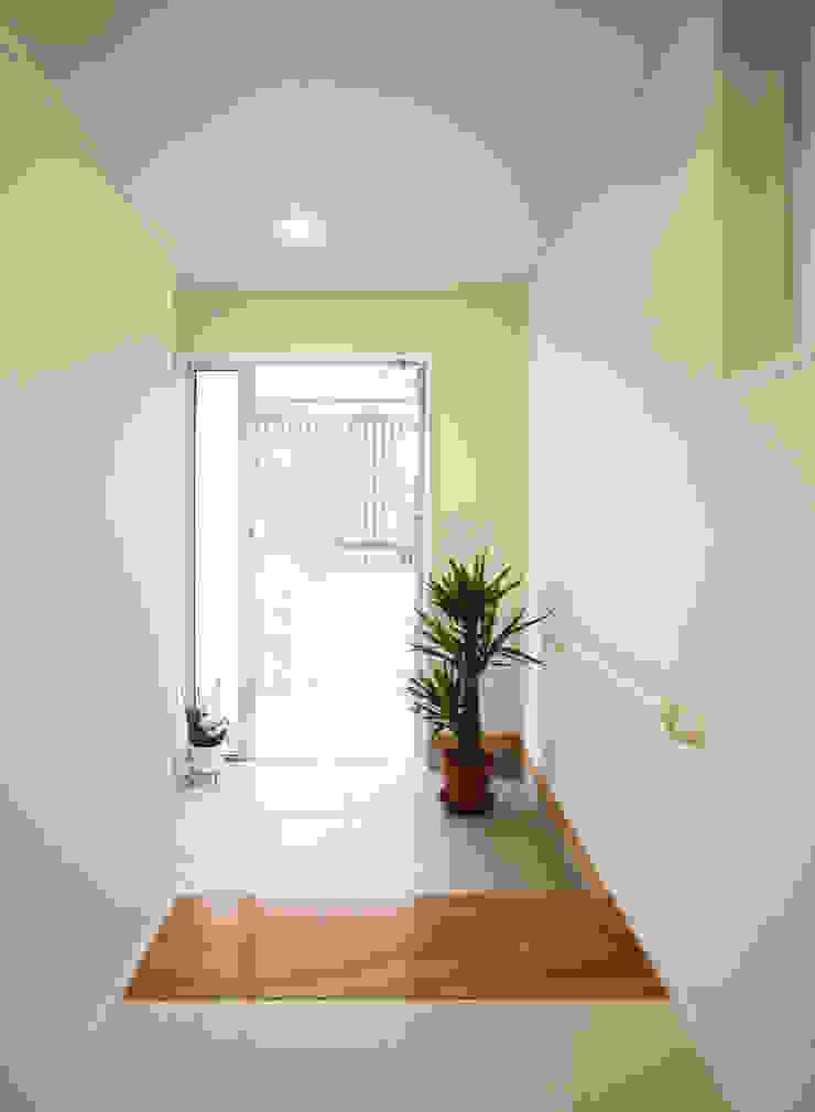 Modern windows & doors by 吉田設計+アトリエアジュール Modern
