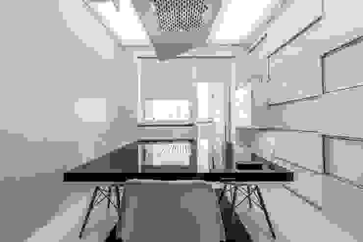 Потолок и пол Кухни в эклектичном стиле от Arch Group Эклектичный