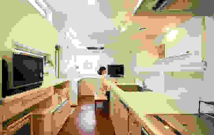 キッチン (ダイニング) 吉田設計+アトリエアジュール モダンな キッチン