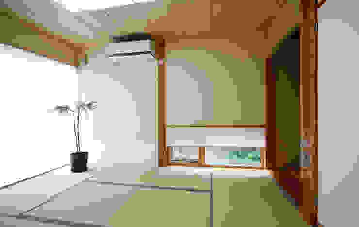 Chambre de style  par 吉田設計+アトリエアジュール, Asiatique