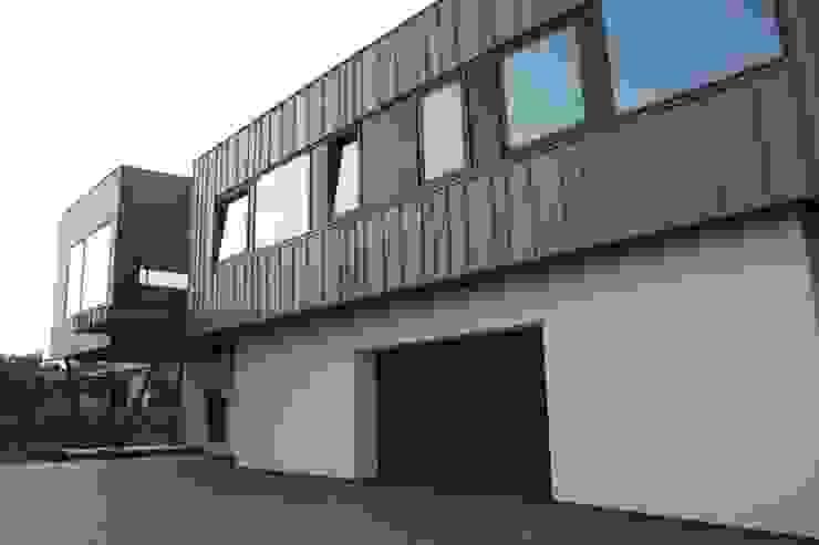 Dom ZESTAWNA Industrialny garaż od REFORM Konrad Grodziński Industrialny
