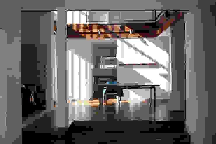 中津O邸 Nakatsu O house: 一級建築士事務所たかせaoが手掛けた現代のです。,モダン 無垢材 多色