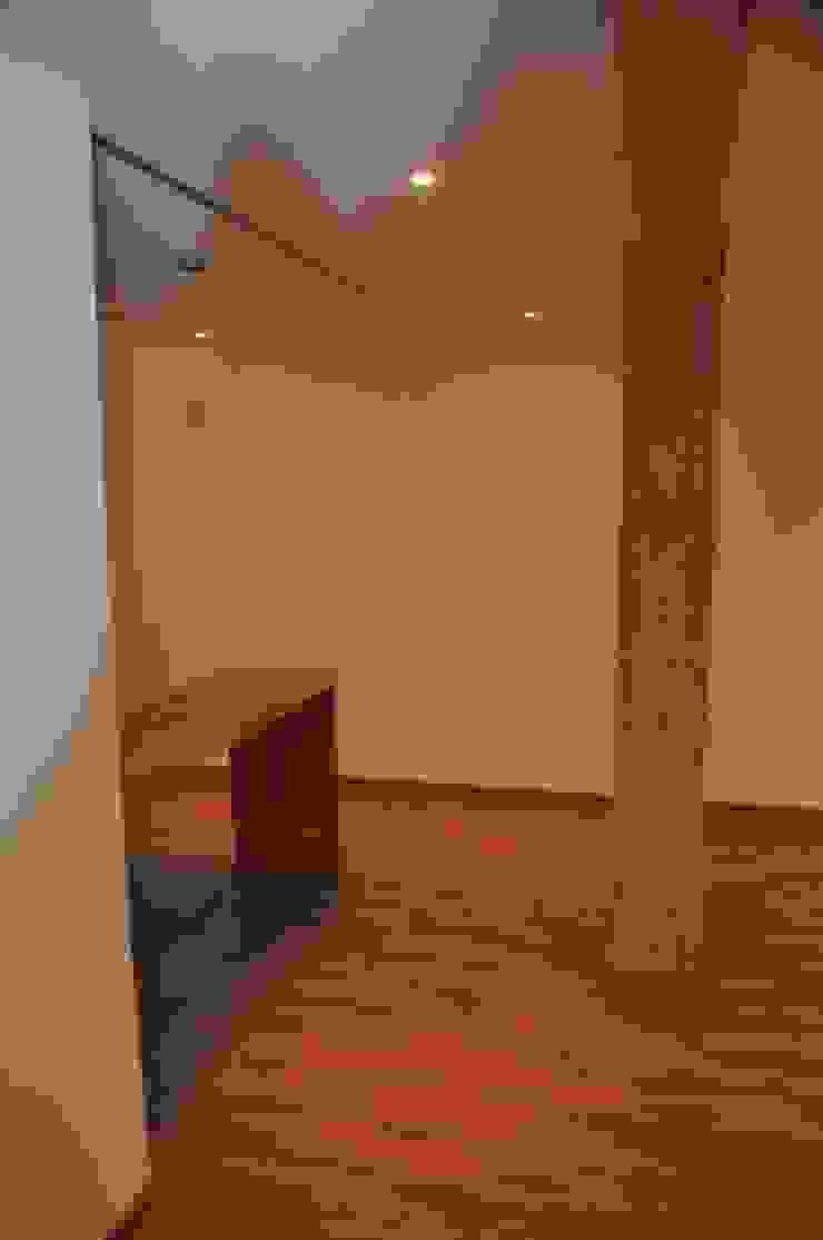 Salón - Comedor - Cocina Salones de estilo moderno de 3 M ARQUITECTURA Moderno