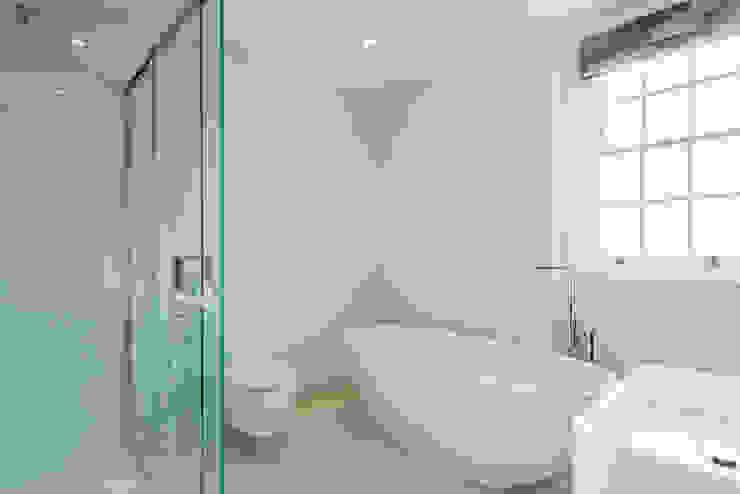 Arlington Road Modern bathroom by Will Eckersley Modern