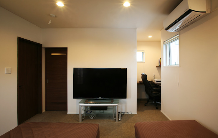 Dormitorios de estilo  por 吉田設計+アトリエアジュール, Moderno