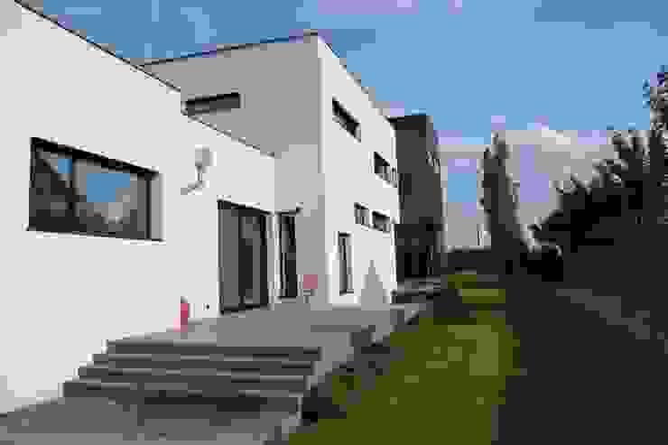 Dom ZESTAWNA Nowoczesny balkon, taras i weranda od REFORM Konrad Grodziński Nowoczesny