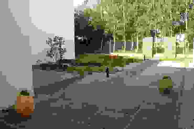 Jardines modernos: Ideas, imágenes y decoración de REFORM Konrad Grodziński Moderno