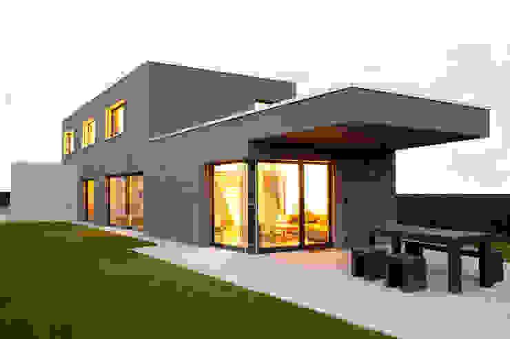 Balkon, Beranda & Teras Modern Oleh skizzenROLLE Modern