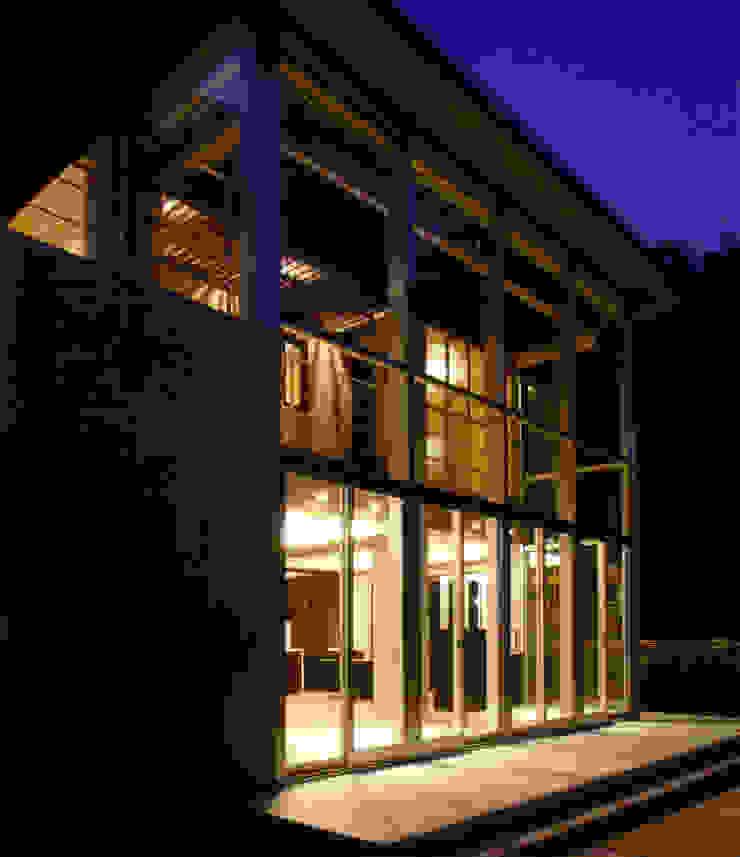 アトリウム外観(夕景) モダンな 家 の 豊田空間デザイン室 一級建築士事務所 モダン