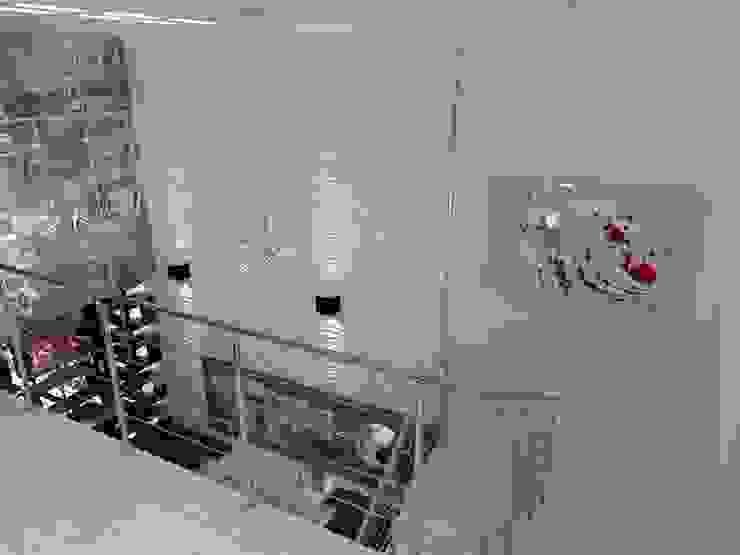 現代風玄關、走廊與階梯 根據 AurEa 34 -Arquitectura tu Espacio- 現代風