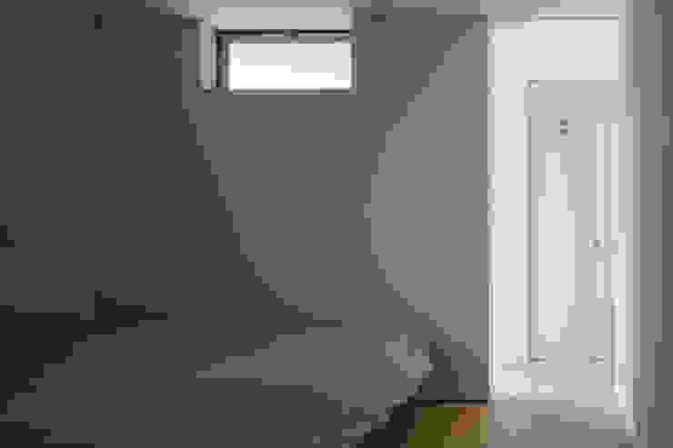 Moderne Schlafzimmer von 株式会社リオタデザイン Modern