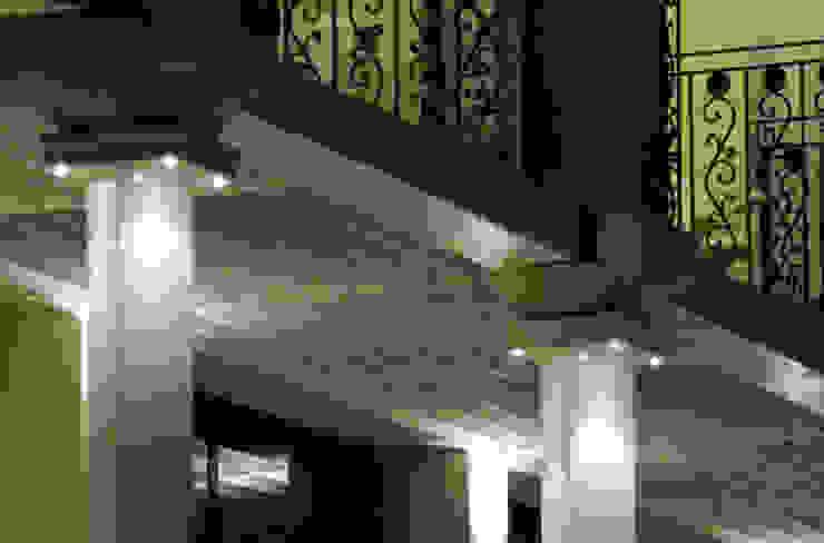 Particolari: stili a confronto GHINELLI ARCHITETTURA Hotel in stile eclettico
