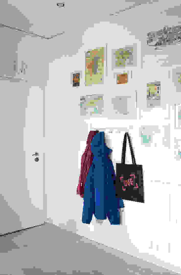 M N A - Matteo Negrin Corridor, hallway & stairsAccessories & decoration