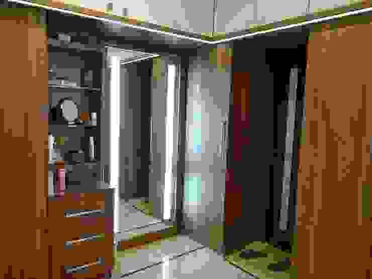 Residence of Mr. Vijayanand Modern dressing room by Hasta architects Modern