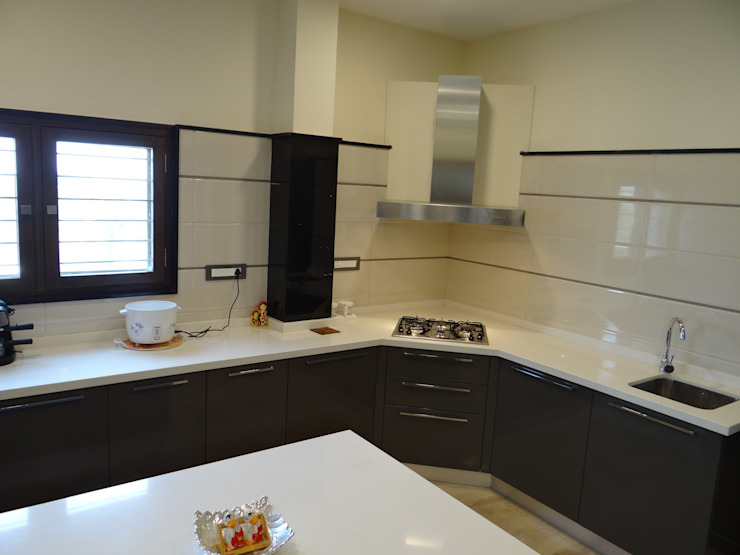 Residence of Mr. Vijayanand Modern kitchen by Hasta architects Modern