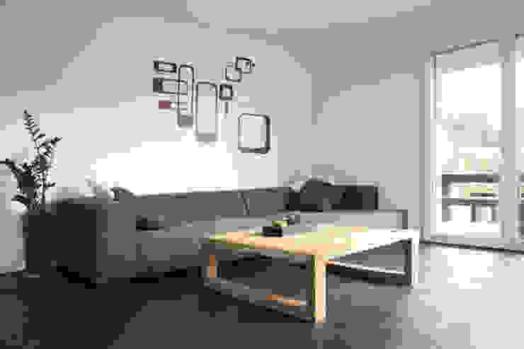 Ruang Keluarga Modern Oleh skizzenROLLE Modern