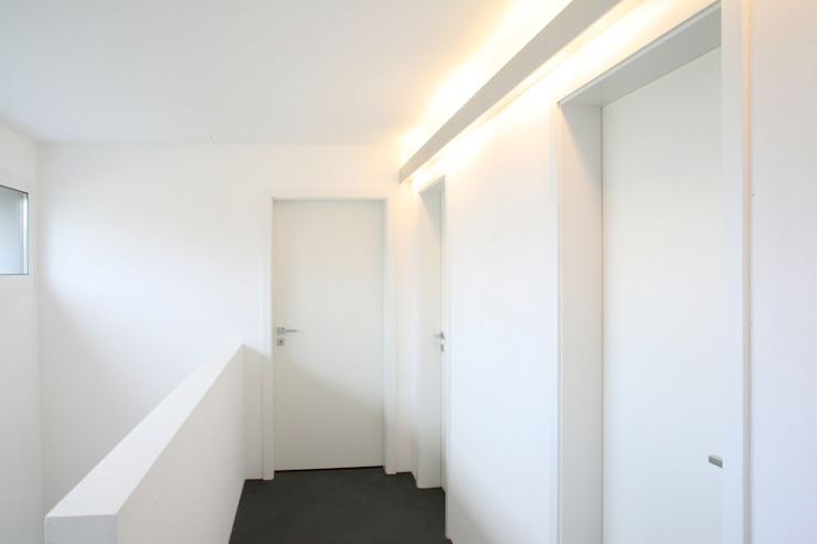 Modern corridor, hallway & stairs by skizzenROLLE Modern