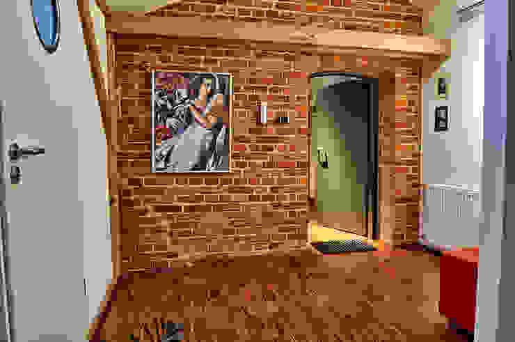 studio Industrialny korytarz, przedpokój i schody od REFORM Konrad Grodziński Industrialny