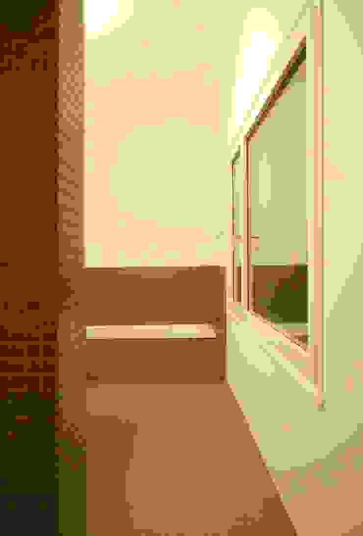 Marc Saladin Architekten GmbH Minimalist style bathrooms