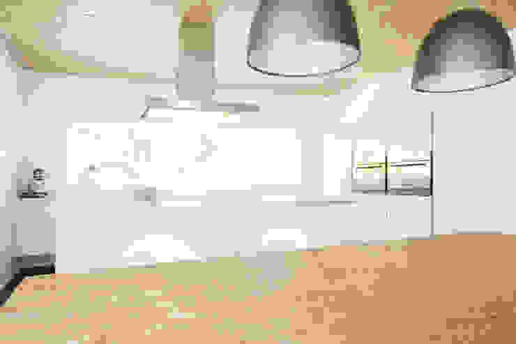EFH Kirchberg Moderne Küchen von skizzenROLLE Modern