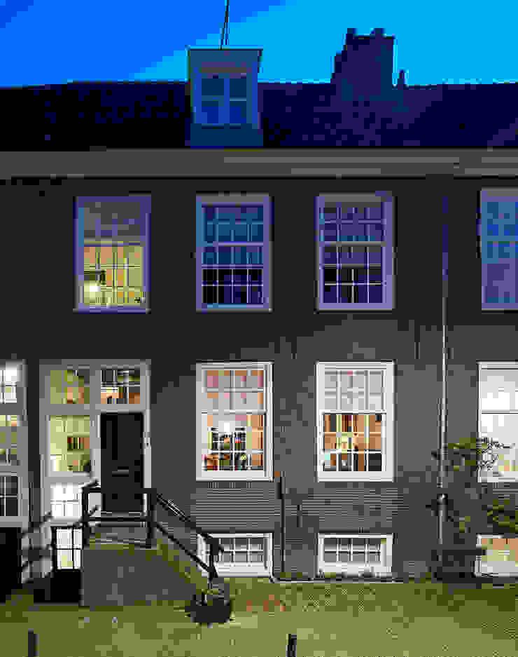 de voorgevel Klassieke huizen van Architectenbureau Vroom Klassiek