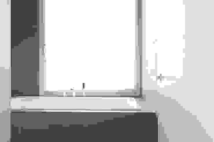 EFH Kirchberg Moderne Badezimmer von skizzenROLLE Modern