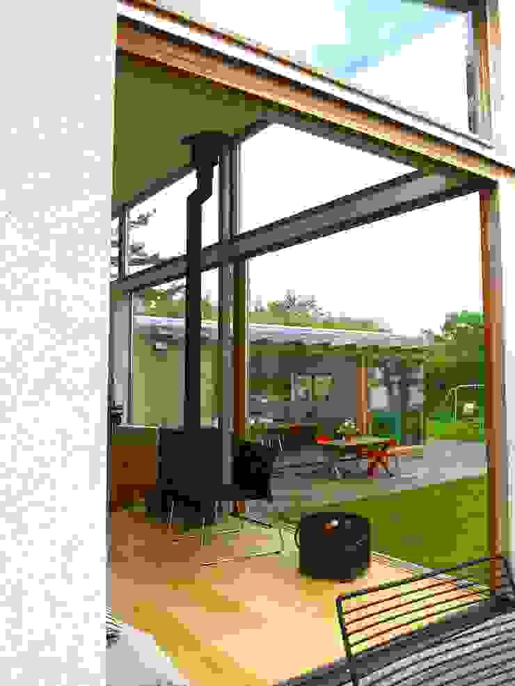Het zicht vanuit de woonkamer naar de eetkamer. Landelijke huizen van Gerard Rijnsdorp Architect Landelijk