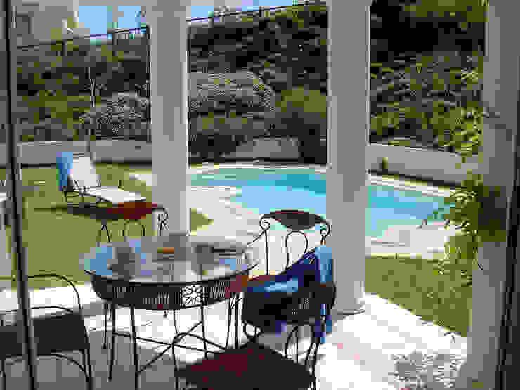 Дом в Южной Африке: Бассейн в . Автор – Елена Вэлхли, Колониальный