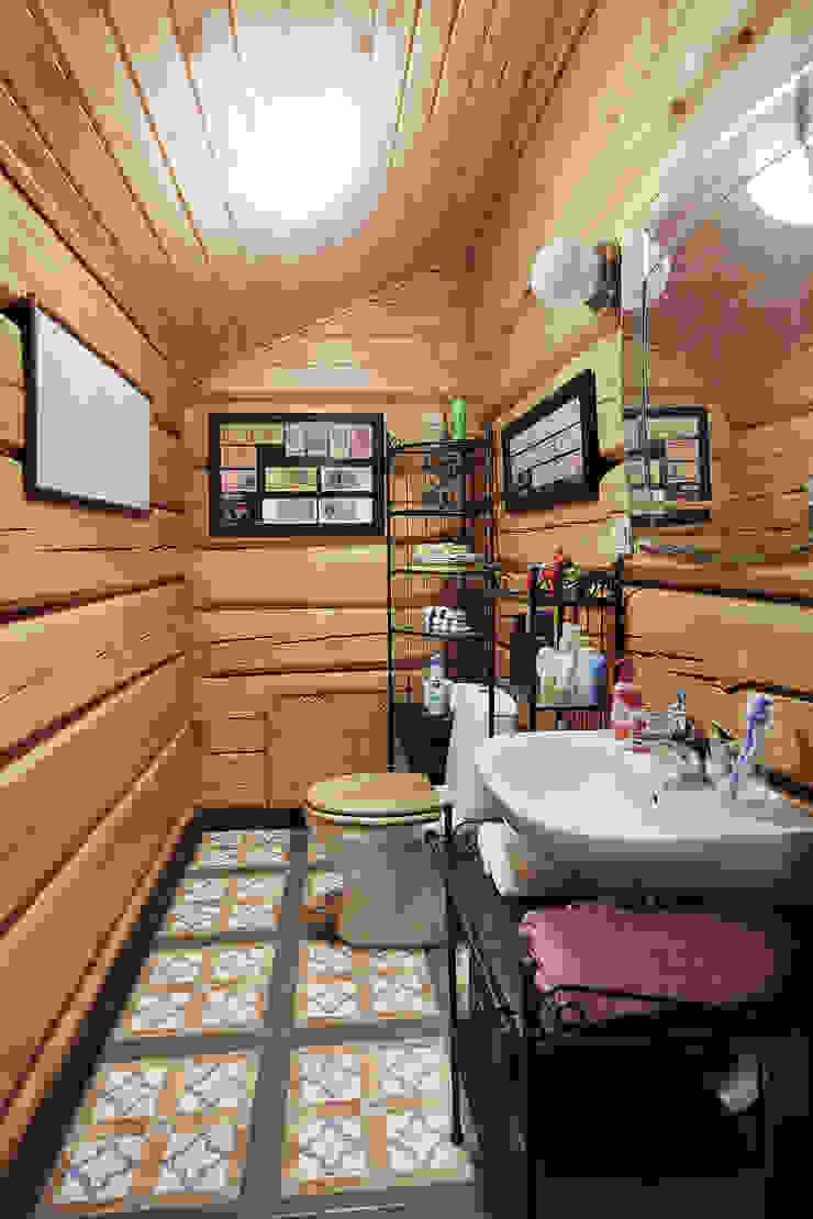 Коттедж в Сысерти Ванная комната в рустикальном стиле от Ирина Шаманова Рустикальный