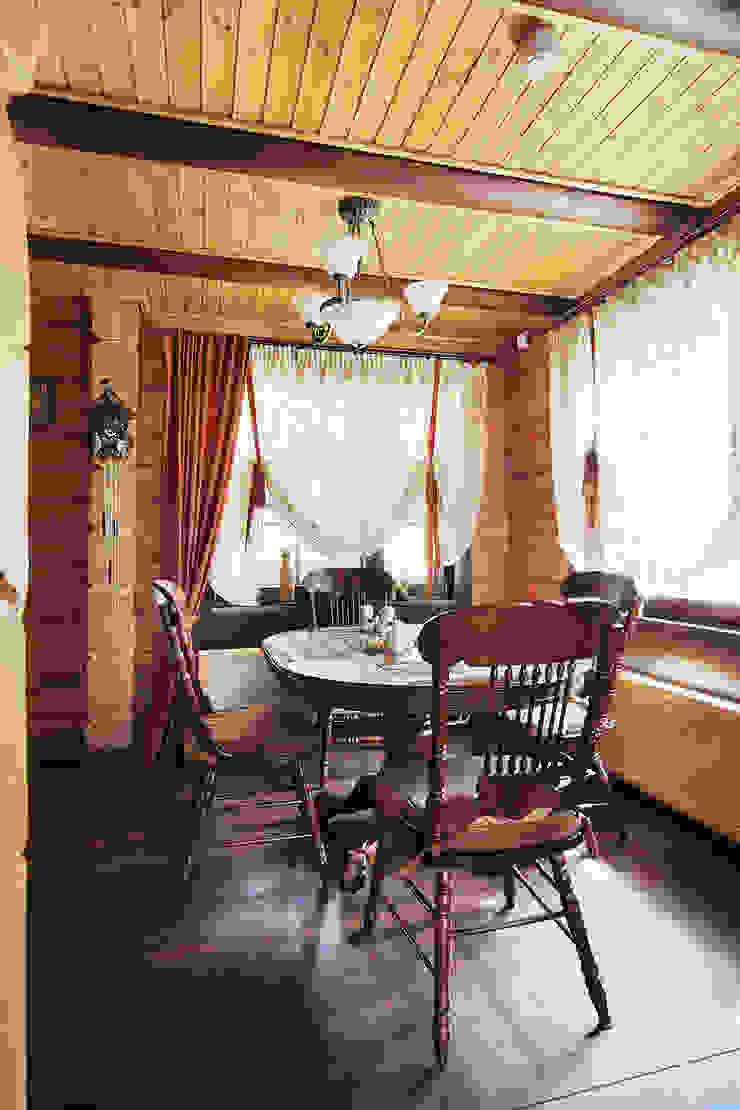 Коттедж в Сысерти Столовая комната в рустикальном стиле от Ирина Шаманова Рустикальный