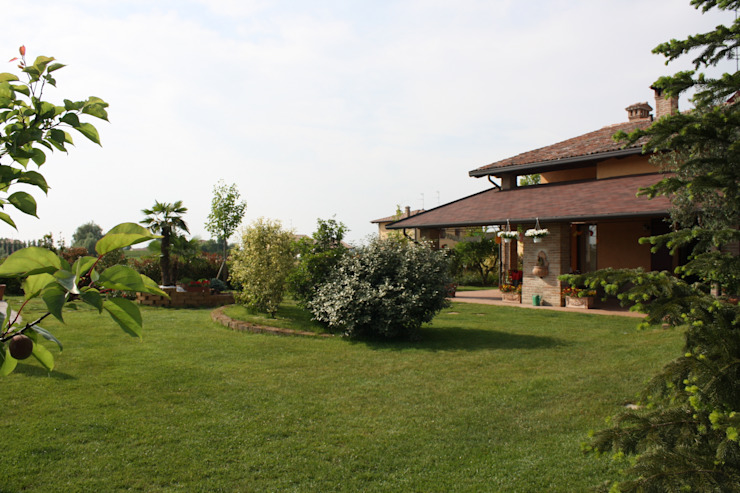 Casale Rustico Giardino classico di Interior Design Stefano Bergami Classico