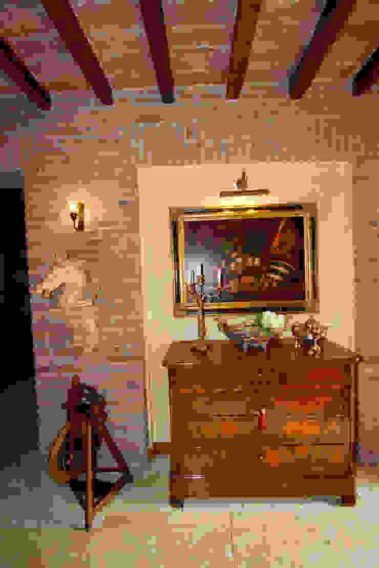 Casale Rustico Ingresso, Corridoio & Scale in stile rustico di Interior Design Stefano Bergami Rustico